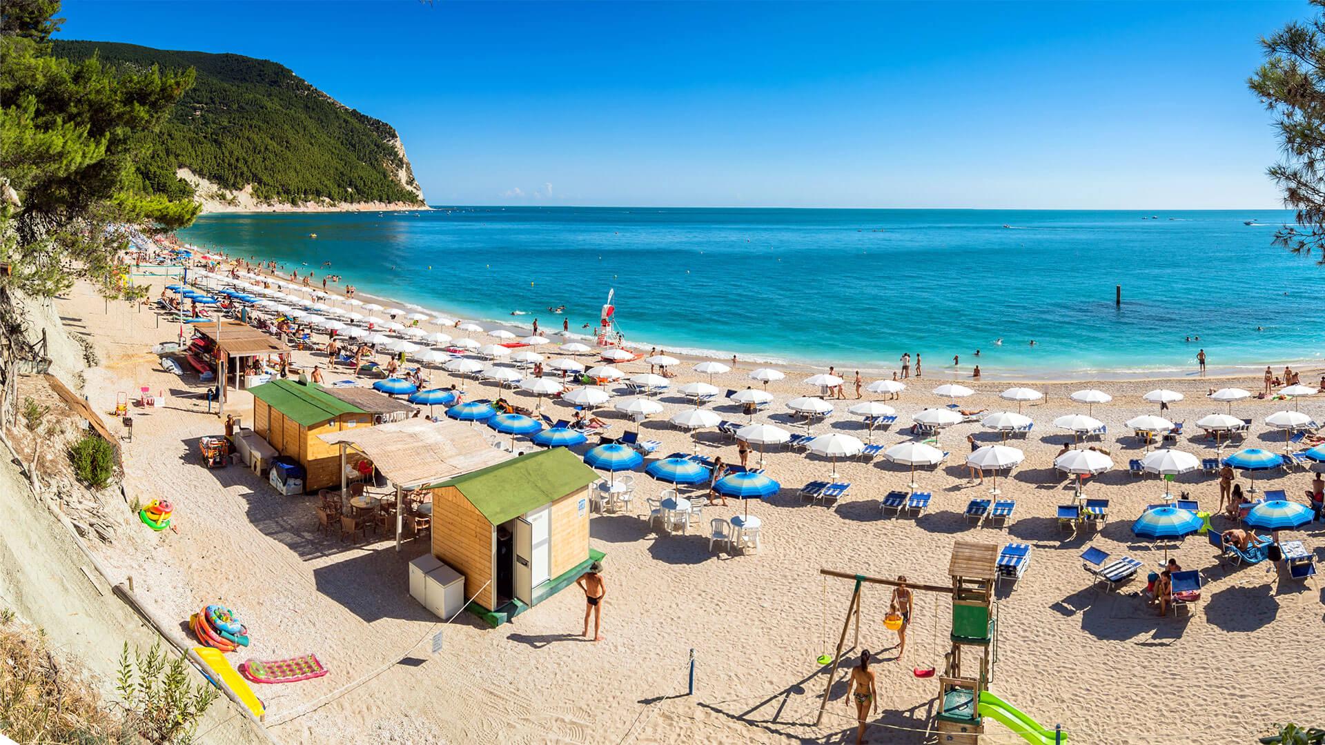 Sirolo: la spiaggia Urbani e la spiaggia dei Sassi Neri